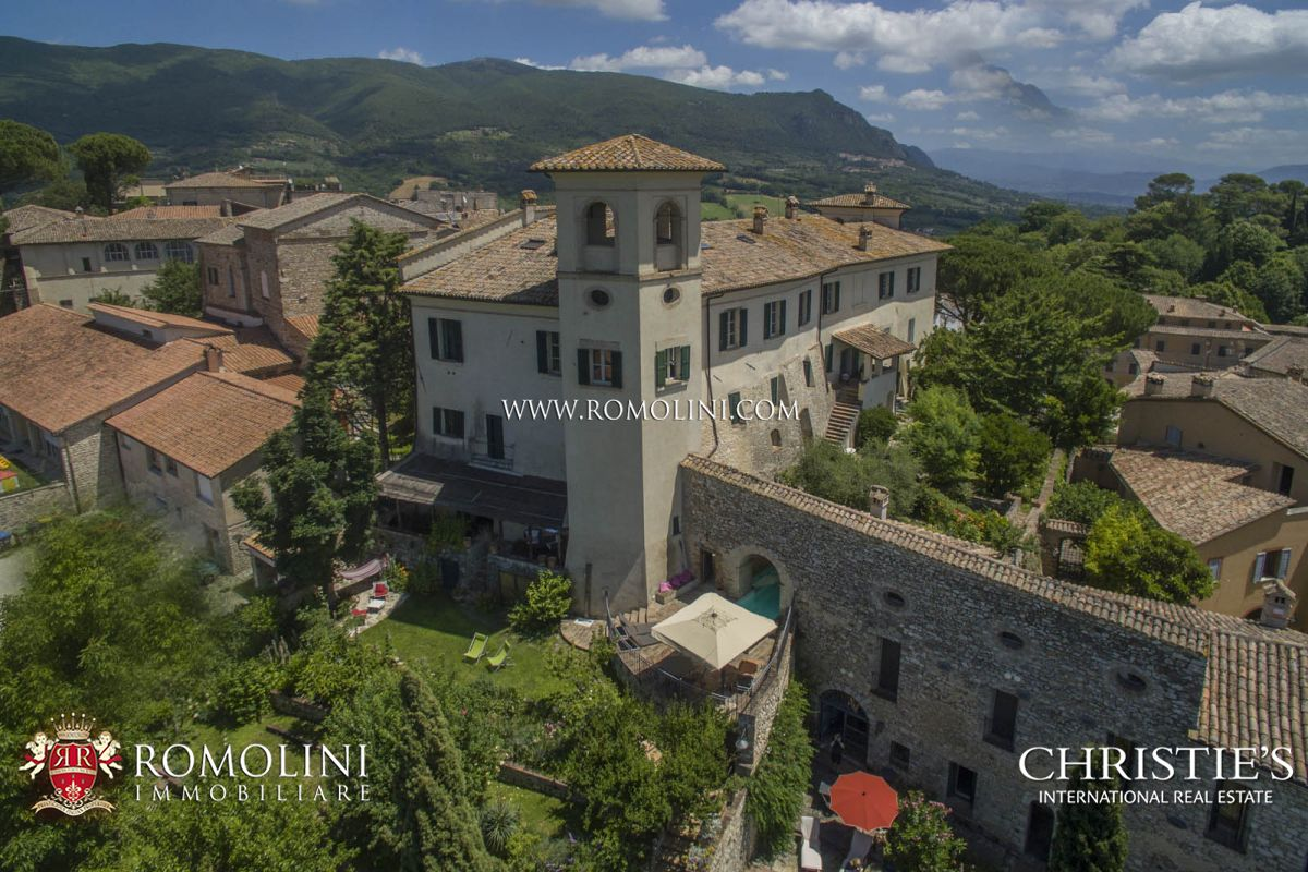 Villas / Townhouses for Sale at Umbria - PERIOD MANSION FOR SALE IN UMBRIA Todi, Italy