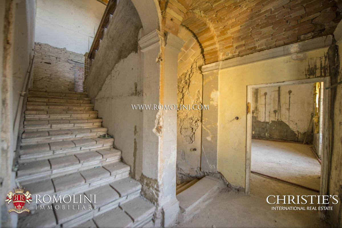 Additional photo for property listing at Umbria - CASTLE WITH OLIVE GROVE FOR SALE, UMBRIA Assisi, Italie