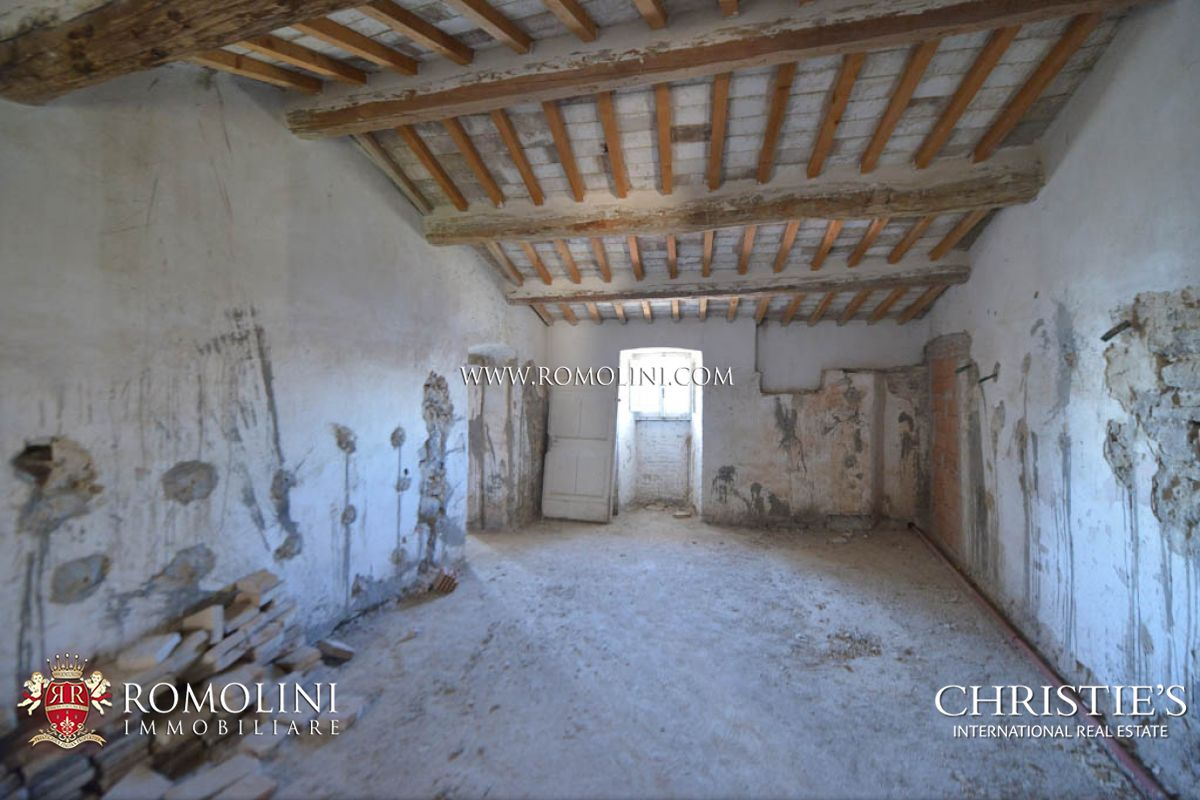 Additional photo for property listing at Umbria - CASTLE WITH OLIVE GROVE FOR SALE, UMBRIA Assisi, Italia