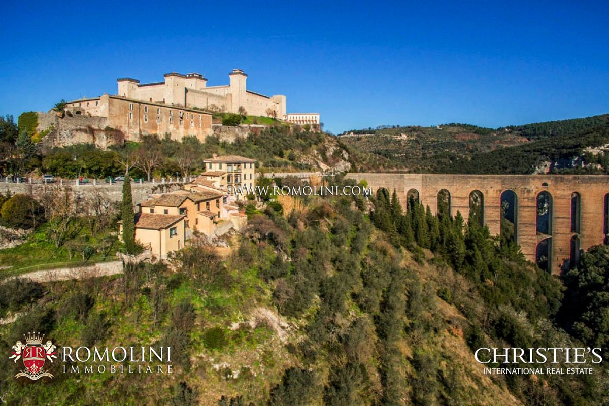 Ville / Villette per Vendita alle ore Umbria - LUXURY HOTEL FOR SALE IN SPOLETO, UMBRIA Spoleto, Italia