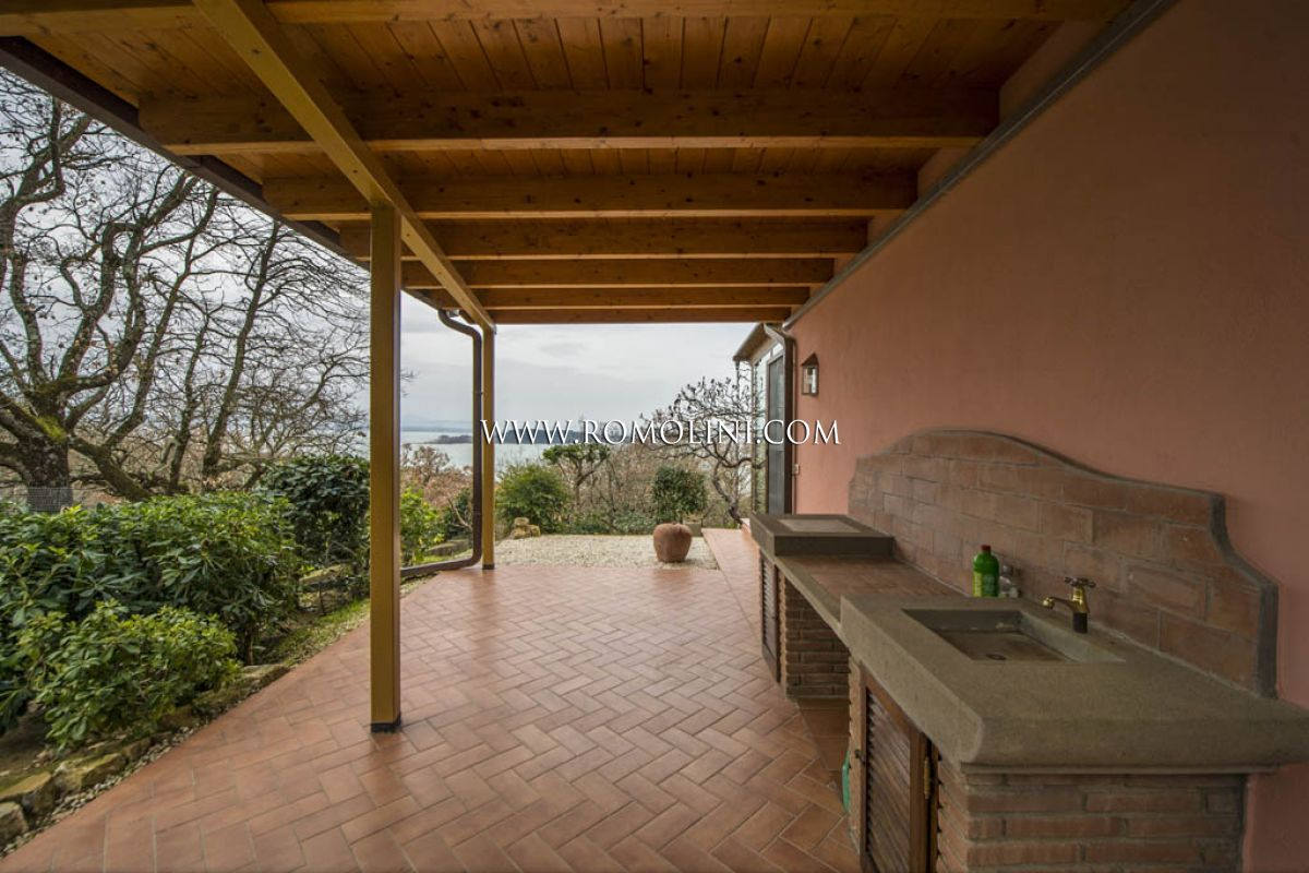 Additional photo for property listing at Lake Trasimeno - LAKE VIEW VILLA FOR SALE IN UMBRIA Magione, Italy