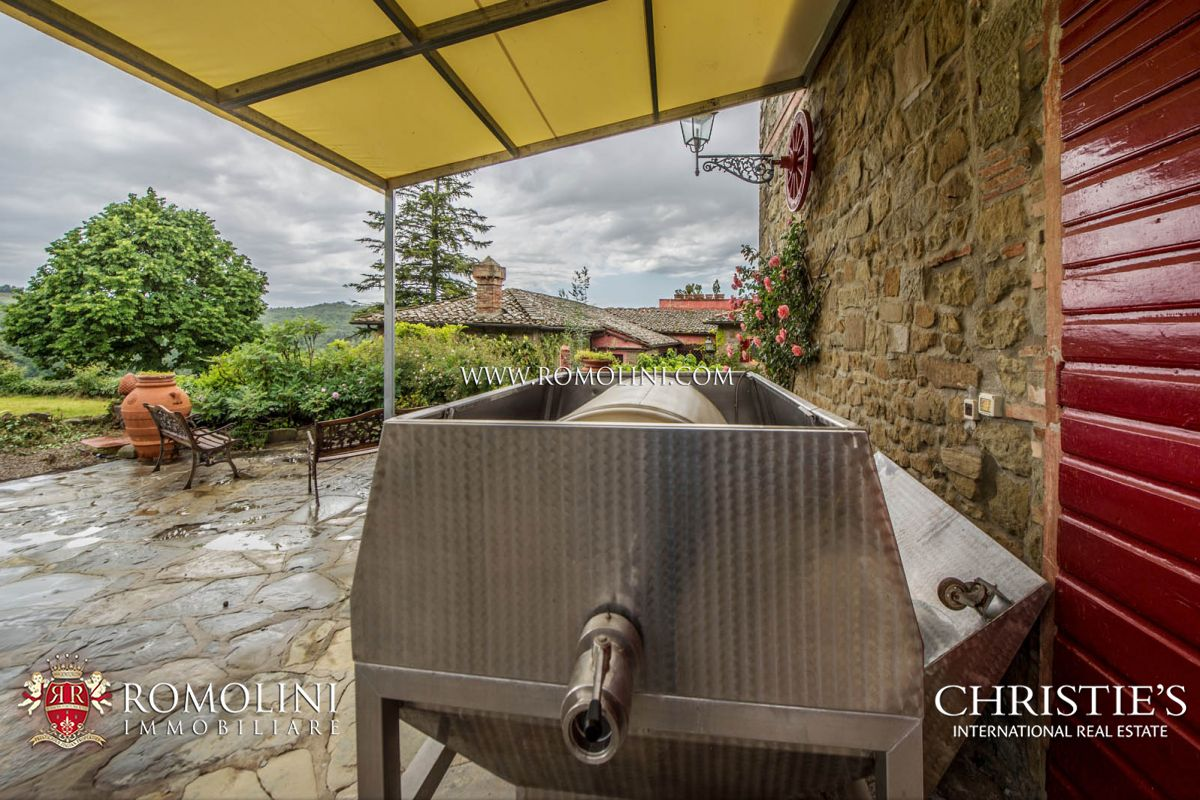 Additional photo for property listing at Tuscany - CHIANTI CLASSICO: WINNING WINERY WITH 10 HA OF VINEYARDS Greve In Chianti, Ý