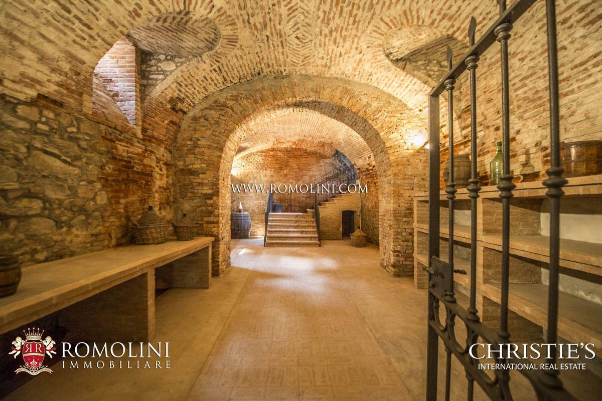 Vendo Letto A Castello.Castello In Vendita Piemonte Cantina Vigneti Barbera Grignolino