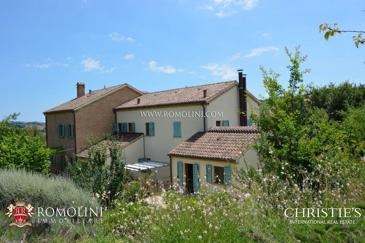 独户住宅 为 销售 在 Marche - FARMHOUSE FOR SALE IN LE MARCHE San Costanzo, 意大利