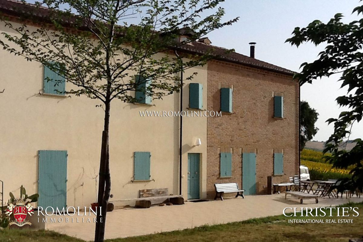 Additional photo for property listing at Marche - FARMHOUSE FOR SALE IN LE MARCHE San Costanzo, Italien