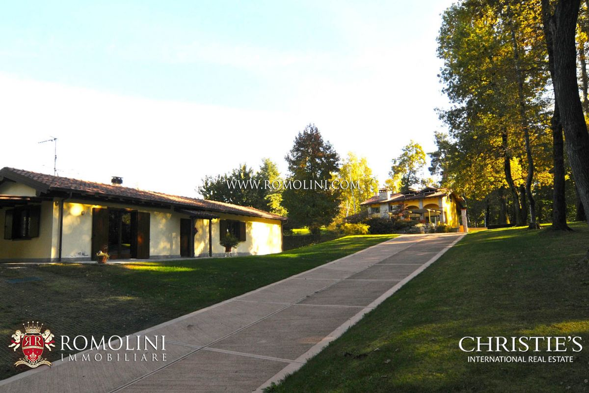 Additional photo for property listing at Piedmont - LUXURY VILLAS WITH POOL FOR SALE IN PIEDMONT, LAKE MAGGIORE Agrate Conturbia, Italie
