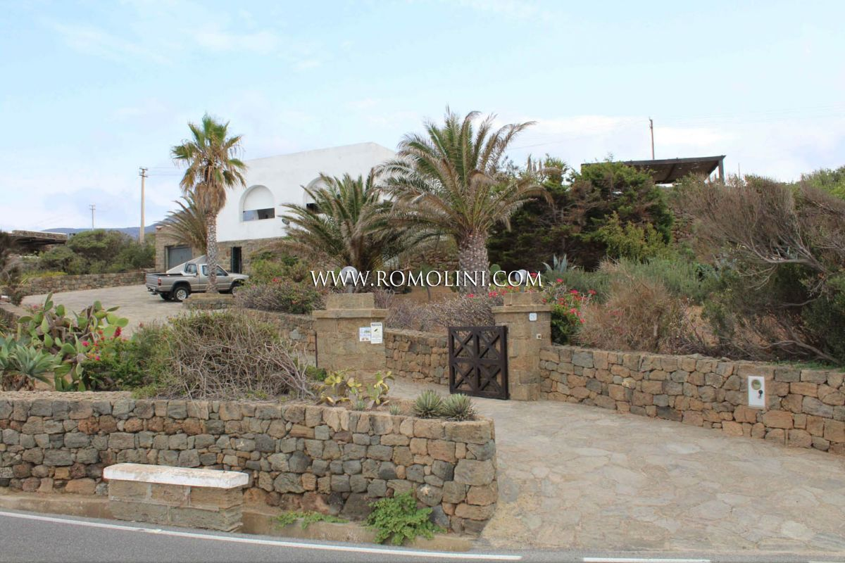 Additional photo for property listing at Sicily - DAMMUSO FOR SALE IN PANTELLERIA, SICILY Pantelleria, Italie