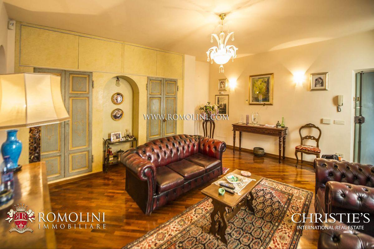 Apartamento por un Venta en Tuscany - PENTHOUSE FOR SALE IN THE HEART OF FLORENCE Firenze, Italia