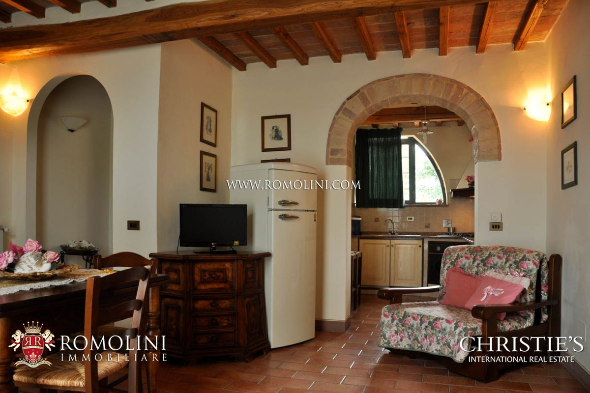 Additional photo for property listing at Tuscany - ORGANIC WINE ESTATE FOR SALE CHIANTI, TUSCANY, AGRITURISMO, VINEYARDS, OLIVE GROVES Siena, Itália