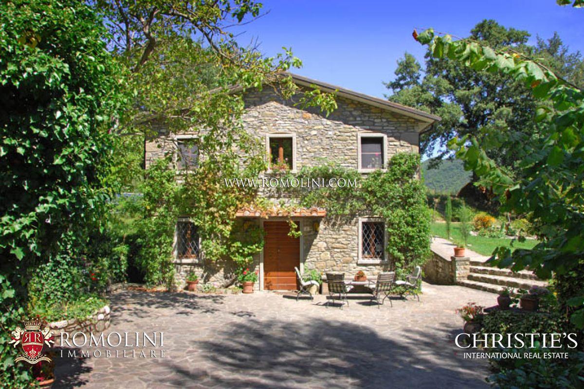 Casali ristrutturati con giardino e sorgente toscana for Interni di casali ristrutturati