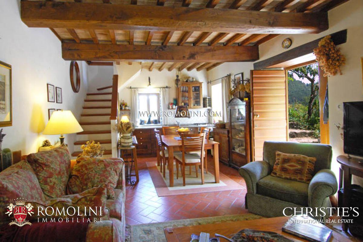Casali ristrutturati giardino caprese michelangelo for Immagini di case antiche