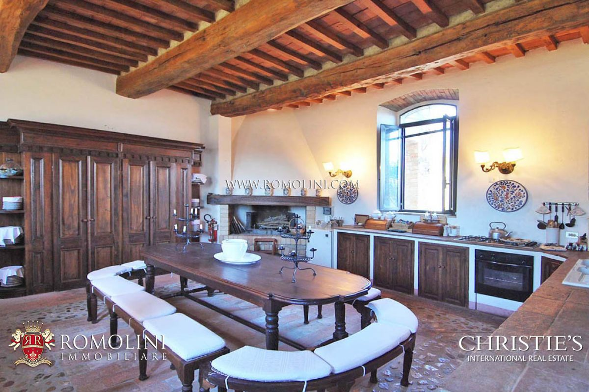 Additional photo for property listing at Umbria - HISTORICAL VILLA FOR SALE IN TODI UMBRIA Todi, Italien