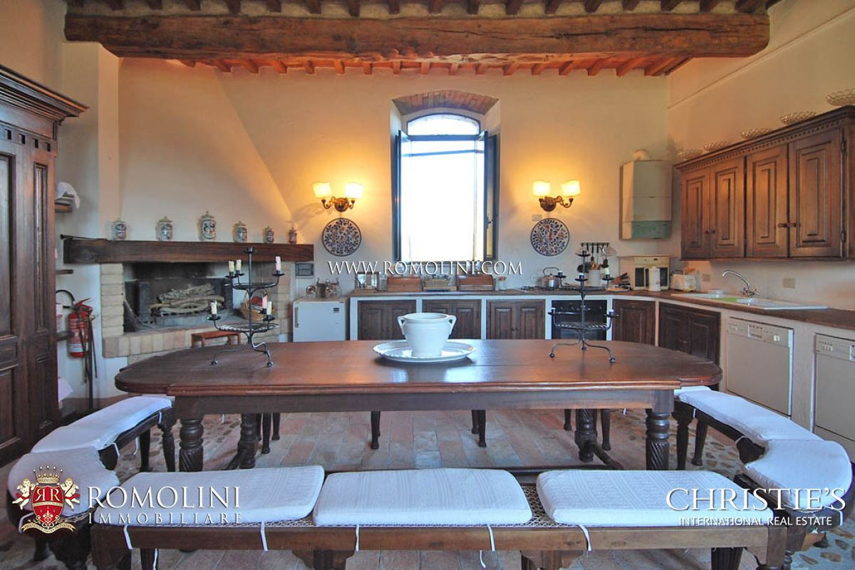 Additional photo for property listing at Umbria - HISTORICAL VILLA FOR SALE IN TODI UMBRIA Todi, Italie