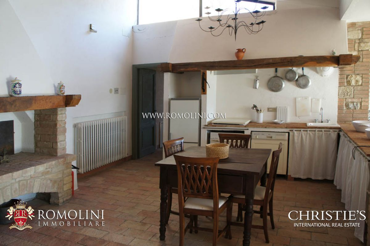 Additional photo for property listing at Umbria - HISTORICAL VILLA FOR SALE IN TODI UMBRIA Todi, Ý
