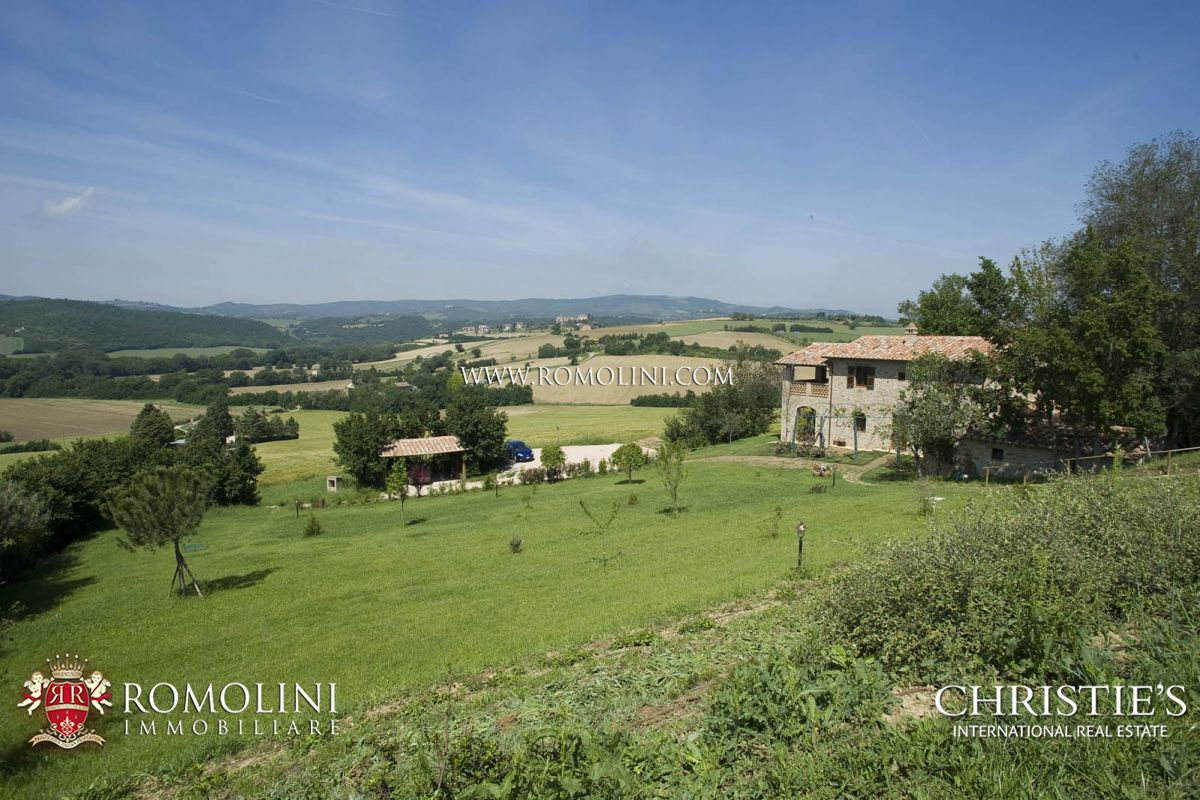 集合住宅 のために 売買 アット Umbria - FARMHOUSE WITH PANORAMIC VIEW FOR SALE IN MARSCIANO, UMBRIA Marsciano, イタリア