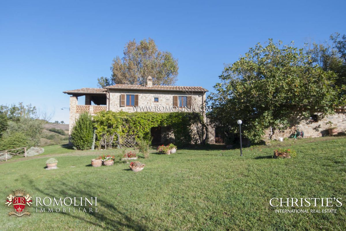 Additional photo for property listing at Umbria - FARMHOUSE WITH PANORAMIC VIEW FOR SALE IN MARSCIANO, UMBRIA Marsciano, イタリア