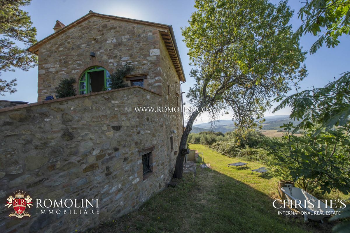 Additional photo for property listing at Umbria - HAMLET WITH STUNNING VIEWS OVER THE HILLS FOR SALE IN MARSCIANO, UMBRIA Marsciano, Italie