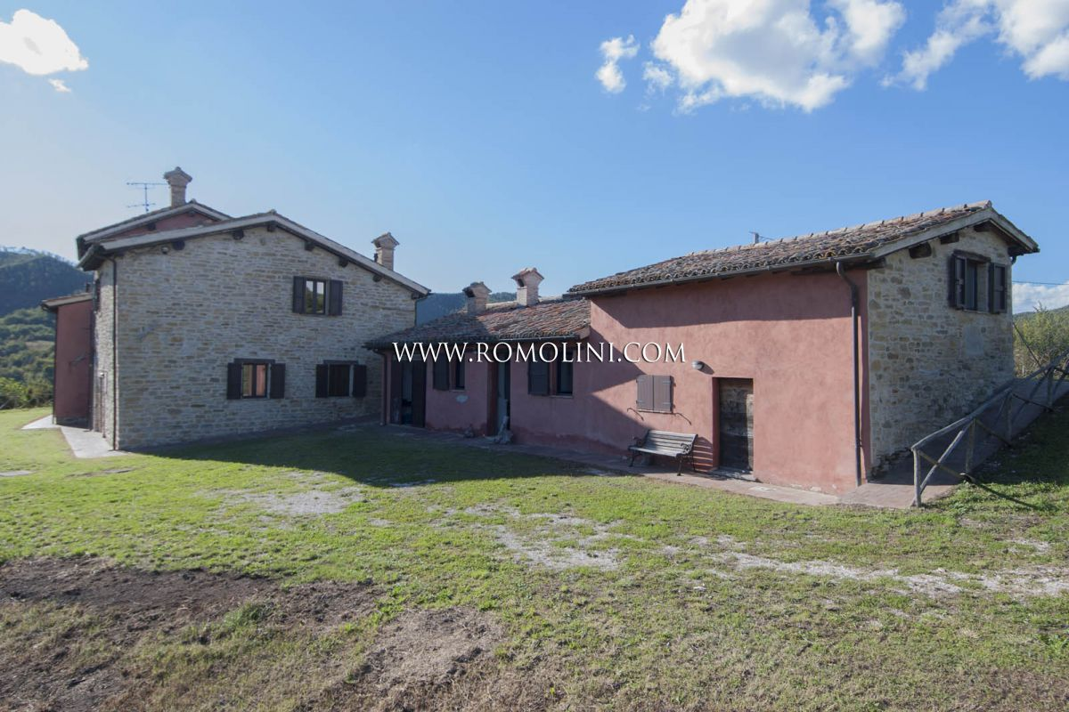 Apartamentos para Venda às Umbria - FARM ESTATE WITH AGRITURISMO AND 100 HA OF LAND FOR SALE IN GUBBIO, UMBRIA Gubbio, Itália