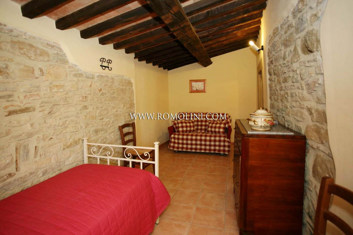 Additional photo for property listing at Umbria - FARM ESTATE WITH AGRITURISMO AND 100 HA OF LAND FOR SALE IN GUBBIO, UMBRIA Gubbio, Ιταλια