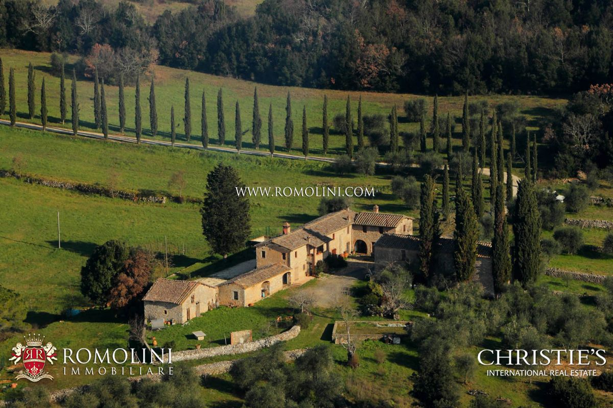 Ferme / Ranch / Plantation pour l Vente à Tuscany - RUSTIC COUNTRY HOUSE, FARM FOR SALE IN SIENA Siena, Italie