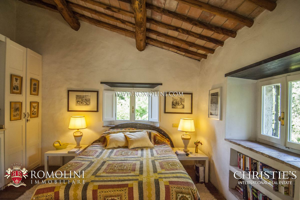 Additional photo for property listing at Umbria - 6 BEDROOM FARMHOUSE WITH TOWER FOR SALE BETWEEN TODI AND ORVIETO Baschi, Italia