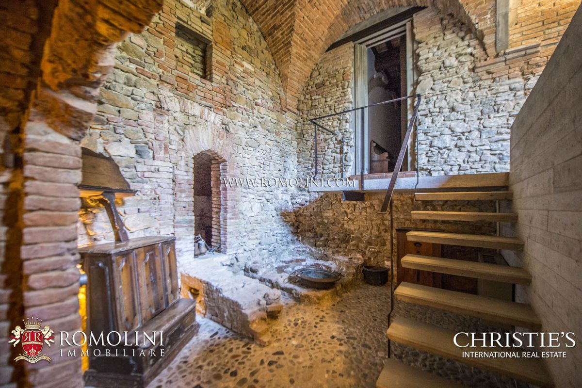 Additional photo for property listing at Umbria - LUXURY VILLA WITH ORIGINAL ROMAN MOSAIC FOR SALE IN UMBRIA Perugia, 義大利