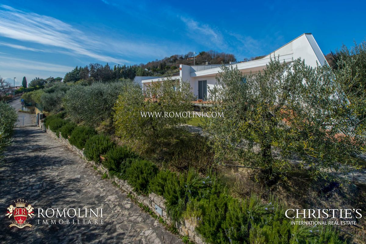 Additional photo for property listing at Umbria - LUXURY VILLA WITH GARDEN AND OLIVE GROVE FOR SALE IN PERUGIA, UMBRIA Perugia, Italie