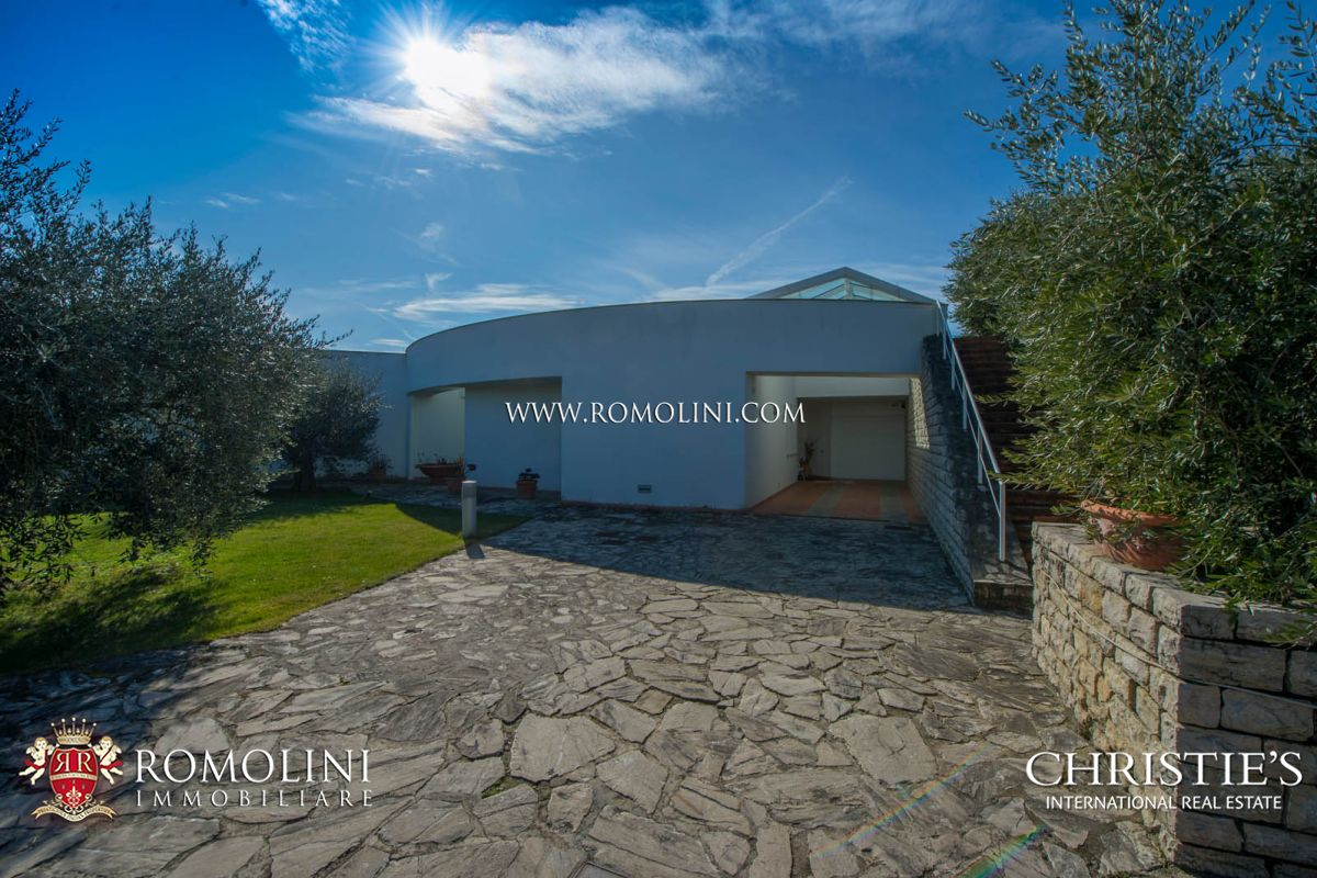 Additional photo for property listing at Umbria - LUXURY VILLA WITH GARDEN AND OLIVE GROVE FOR SALE IN PERUGIA, UMBRIA Perugia, 義大利