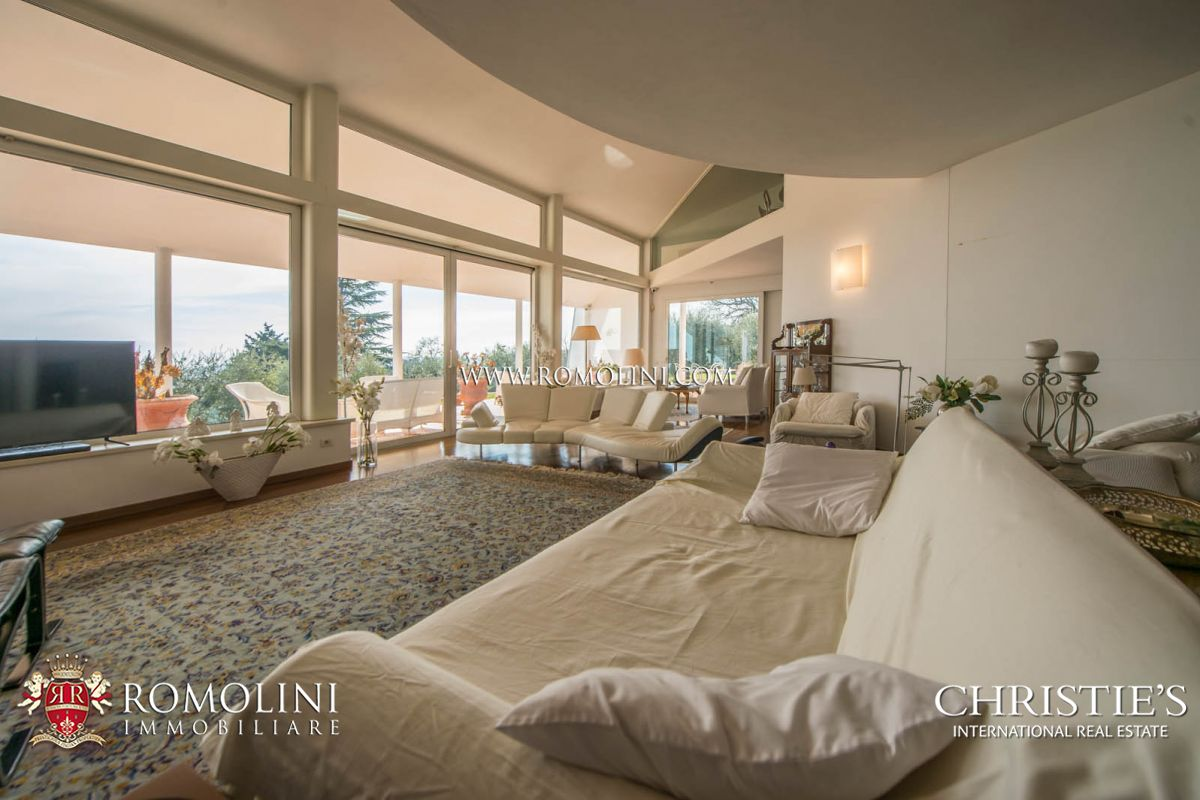 Additional photo for property listing at Umbria - LUXURY VILLA WITH GARDEN AND OLIVE GROVE FOR SALE IN PERUGIA, UMBRIA Perugia, Italy