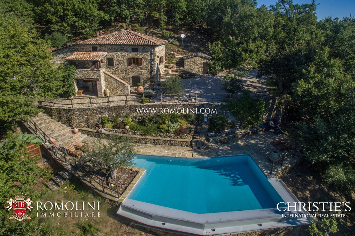 Einfamilienhaus für Verkauf beim Tuscany - FARMHOUSE WITH POOL FOR SALE IN TUSCANY Cortona, Italien
