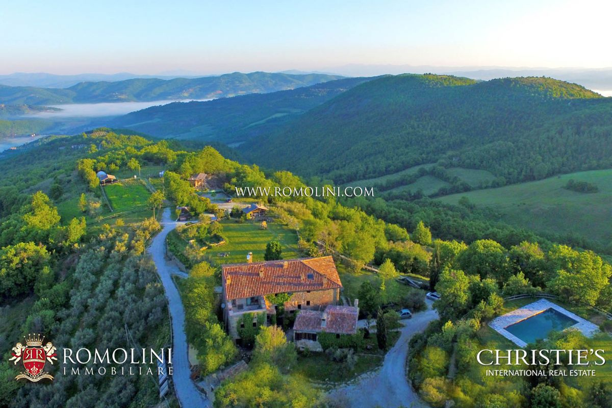 Domaine pour l Vente à Umbria - SMALL SUSTAINABLE HAMLET FOR SALE IN UMBRIA, NEAR UMBERTIDE Umbertide, Italie