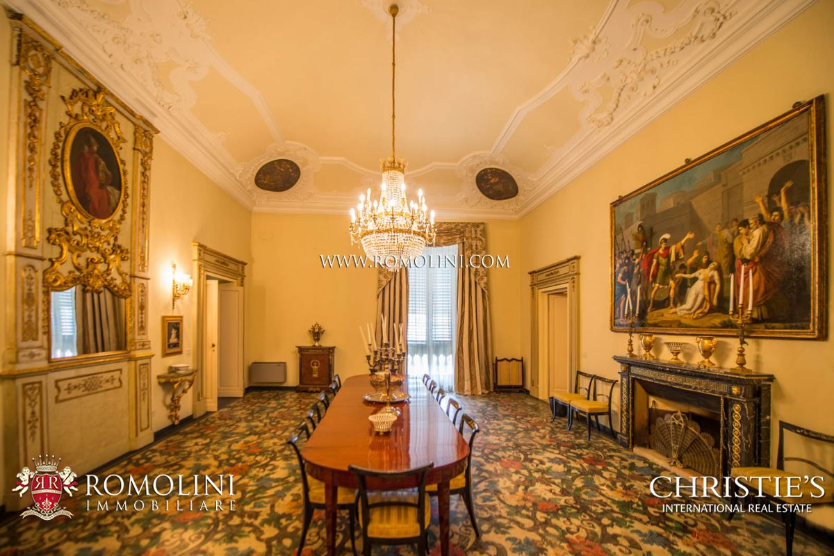Additional photo for property listing at Tuscany - PRESTIGIOUS APARTMENT INSIDE HISTORICAL VILLA FOR SALE IN FLORENCE Firenze, Italie