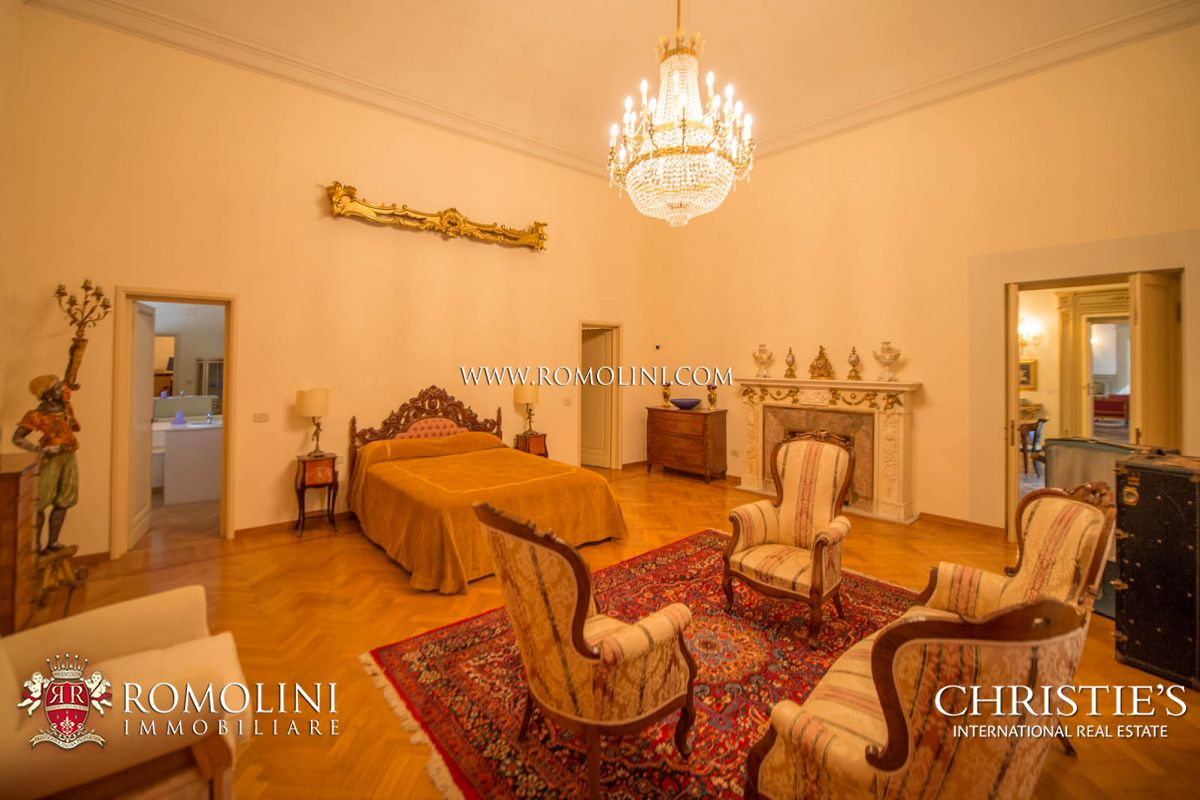 Additional photo for property listing at Tuscany - PRESTIGIOUS APARTMENT INSIDE HISTORICAL VILLA FOR SALE IN FLORENCE Firenze, Италия