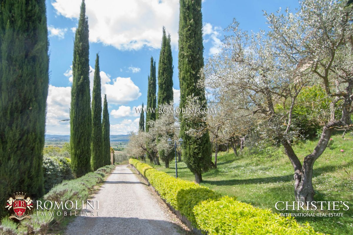 Additional photo for property listing at Tuscany - VILLA WITH PANORAMIC VIEW FOR SALE, AREZZO Arezzo, Itália