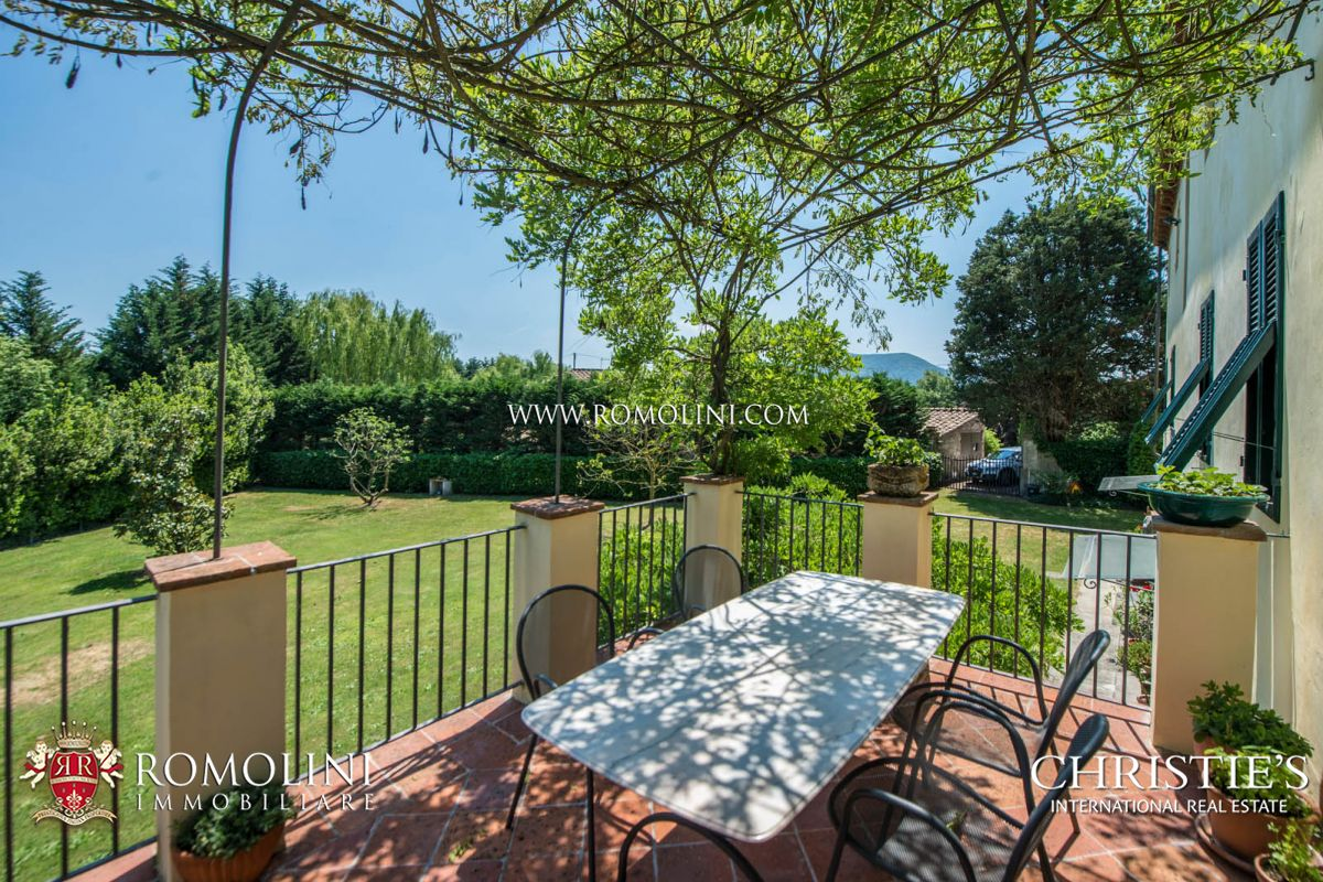 Additional photo for property listing at Tuscany - HISTORICAL VILLA WITH POOL FOR SALE LUCCA, TUSCANY Lucca, Italia