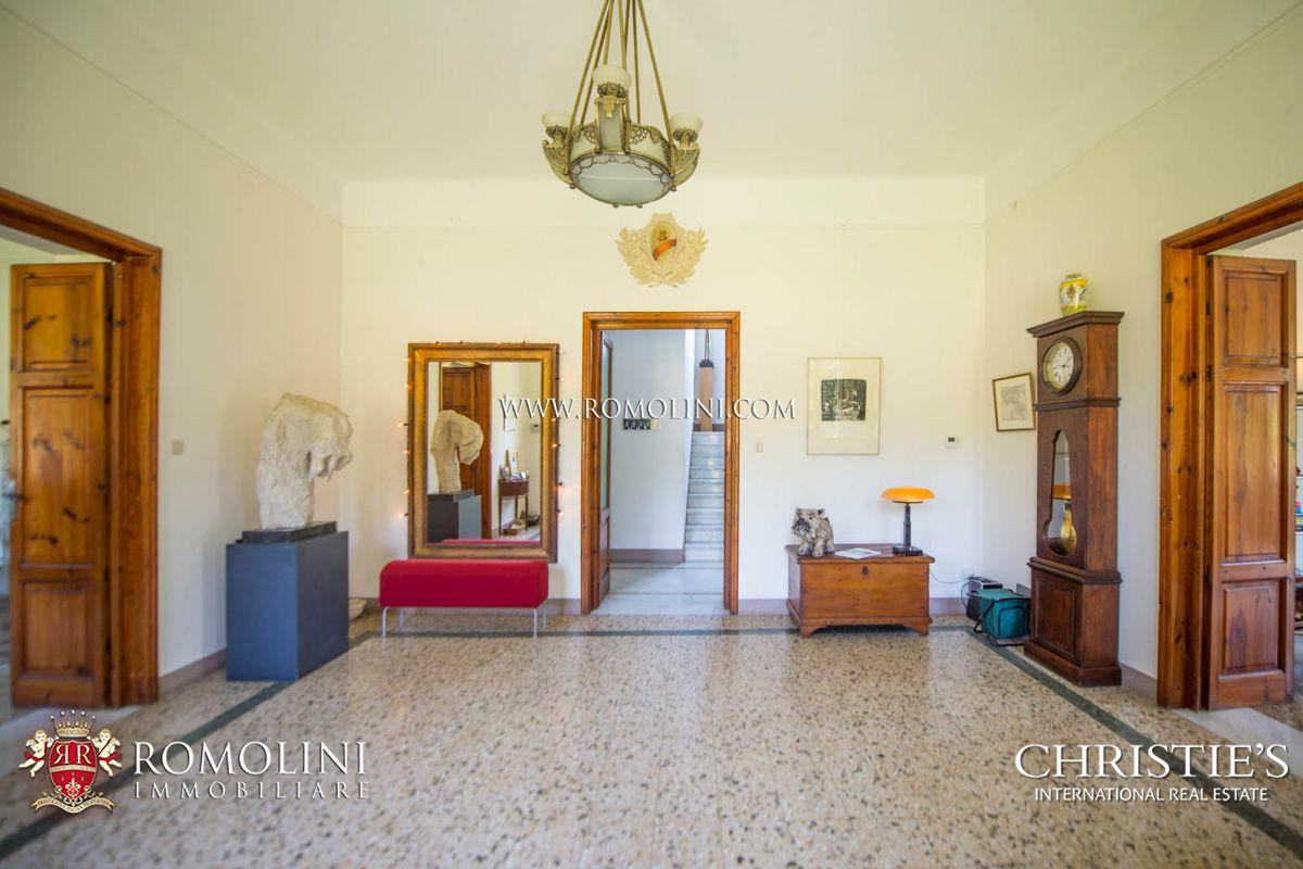 Additional photo for property listing at Tuscany - HISTORICAL VILLA WITH POOL FOR SALE LUCCA, TUSCANY Lucca, Itália