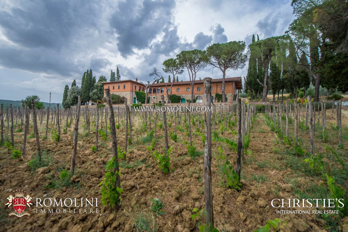 集合住宅 のために 売買 アット Tuscany - WINE ESTATE FOR SALE IN VALDARNO SUPERIORE, TUSCANY Pergine Valdarno, イタリア