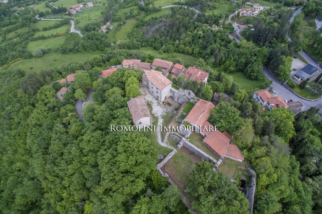 Additional photo for property listing at Tuscany - CAPRESE MICHELANGELO: RESTORED ANCIENT COUNTRY HOUSE FOR SALE Caprese Michelangelo, Italie