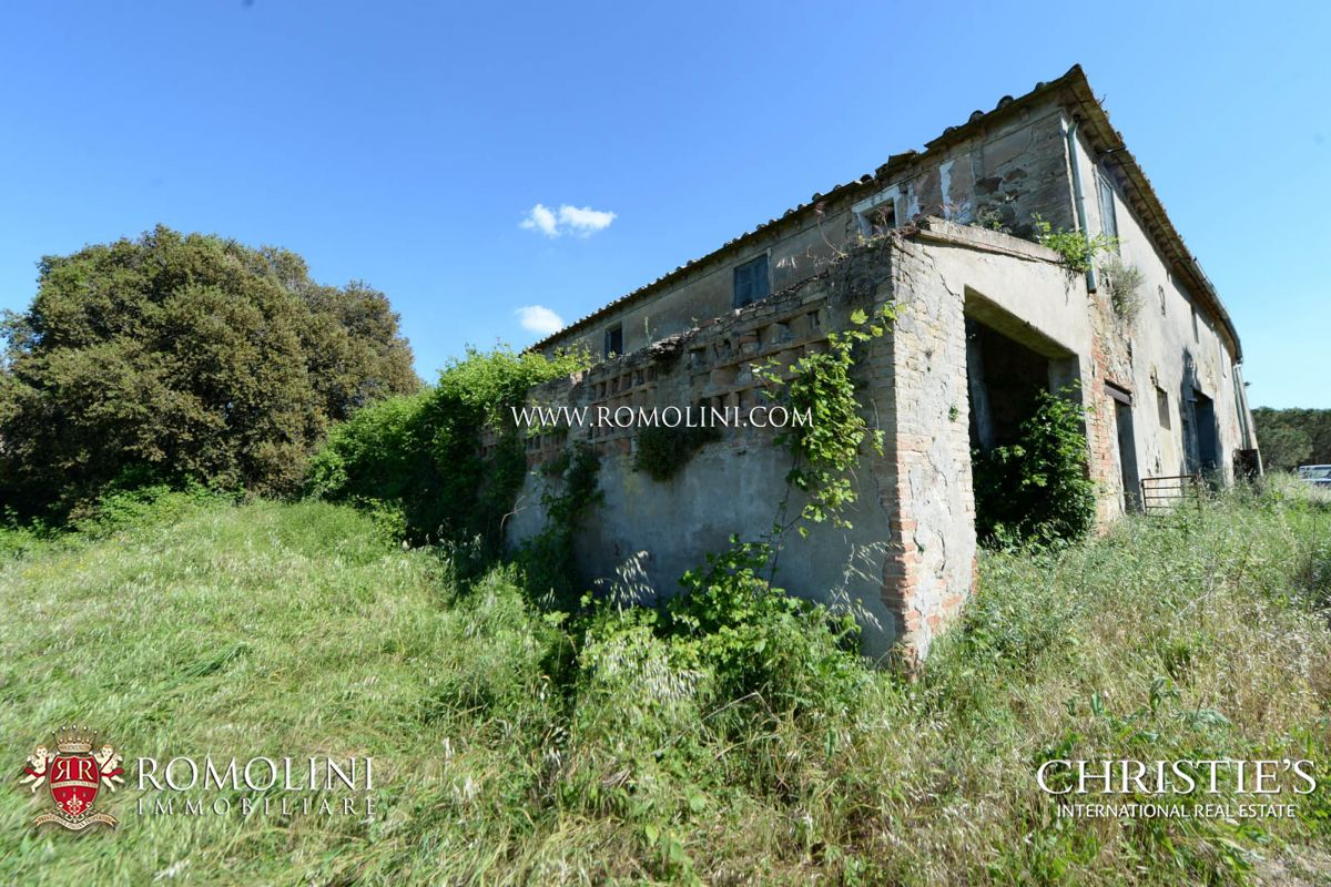 Additional photo for property listing at Tuscany - TUSCANY: SEA VIEW ESTATE (400 HA) WITH CASTLE, HUNTING RESERVE AND LAKE FOR SALE Pisa, Itália