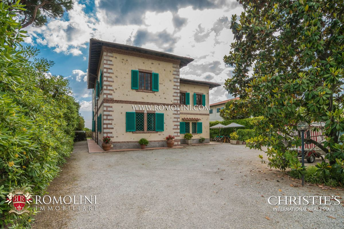 Additional photo for property listing at Tuscany - VILLA ON THE SEASIDE WITH DEPENDANCE FOR SALE FORTE DEI MARMI, TUSCANY Forte Dei Marmi, Italy