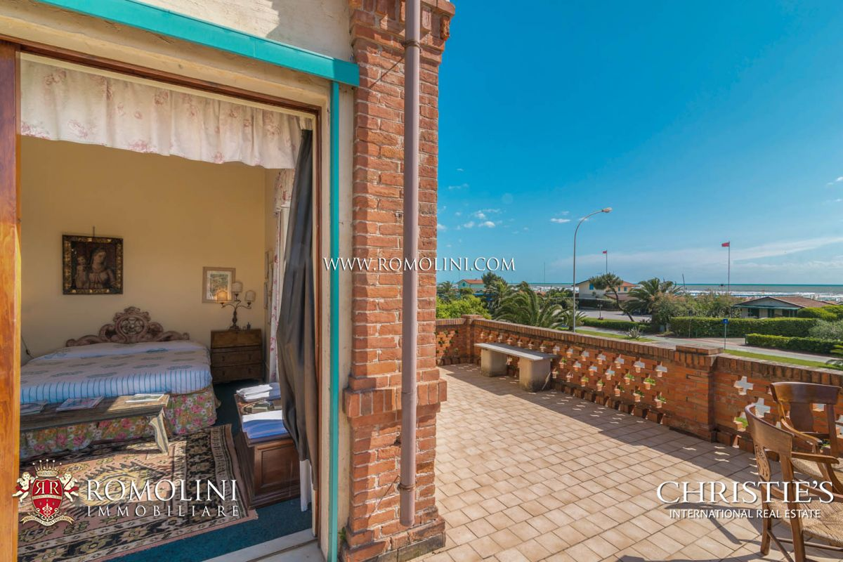 Additional photo for property listing at Tuscany - VILLA ON THE SEASIDE WITH DEPENDANCE FOR SALE FORTE DEI MARMI, TUSCANY Forte Dei Marmi, 義大利