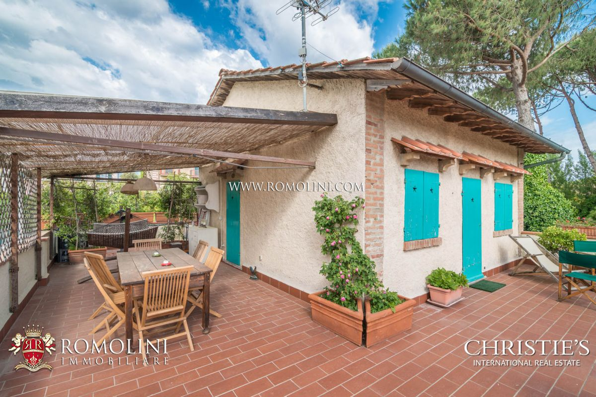 Additional photo for property listing at Tuscany - VILLA ON THE SEASIDE WITH DEPENDANCE FOR SALE FORTE DEI MARMI, TUSCANY Forte Dei Marmi, Italya