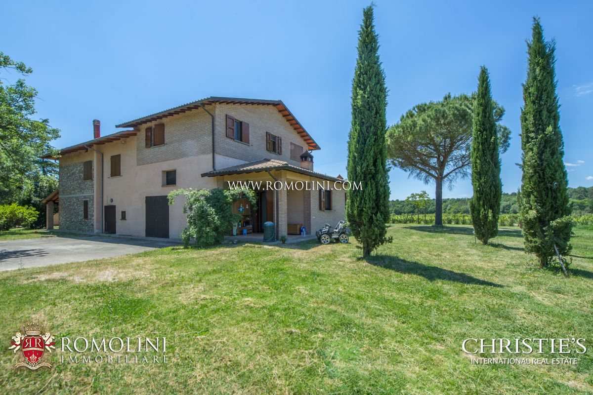 Апартаменты / Квартиры для того Продажа на Umbria - FARM WITH 13 HA VINEYARD FOR SALE ON THE TRASIMENO LAKE Castiglion Del Lago, Италия
