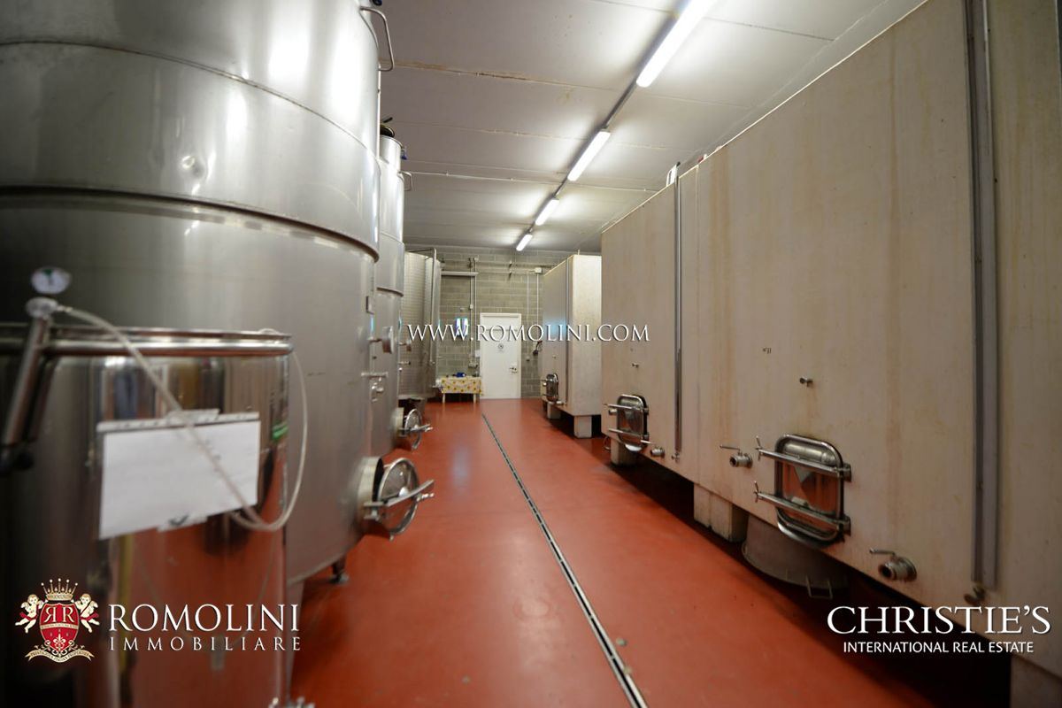Additional photo for property listing at Tuscany - BRUNELLO DI MONTALCINO: STATE-OF-THE-ART TUSCAN WINE CELLAR FOR SALE Montalcino, Italien