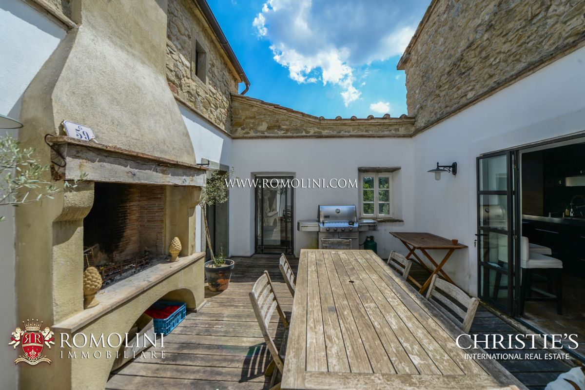 Additional photo for property listing at Tuscany - CHARMING SMALL HAMLET FOR SALE IN ANGHIARI, TUSCANY Anghiari, Italië