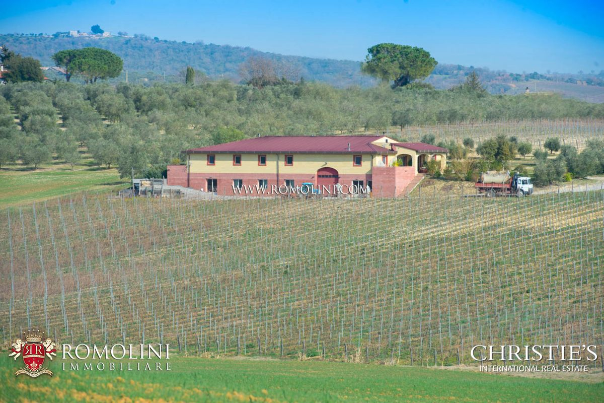 Daireler için Satış at Tuscany - MORELLINO DI SCANSANO: 10,4 HA PRESTIGIOUS CELLAR FOR SALE Grosseto, Italya