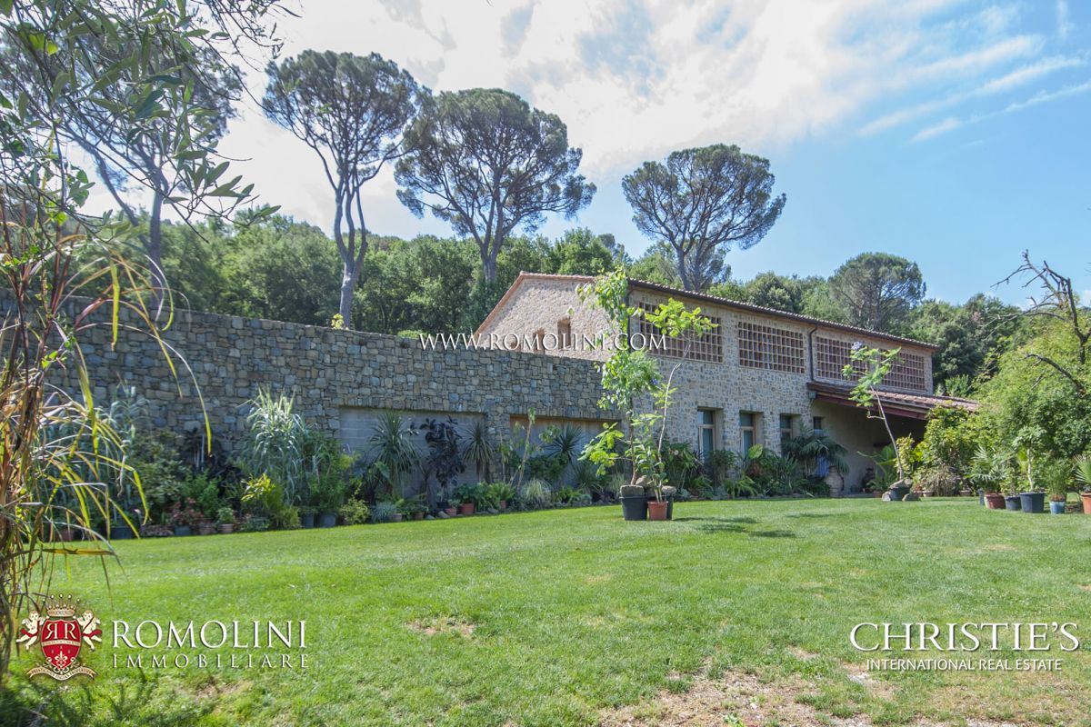 Additional photo for property listing at Umbria - FARMHOUSE WITH 120 HA OF LAND FOR SALE IN THE UMBRIAN COUNTRYSIDE Perugia, Italië