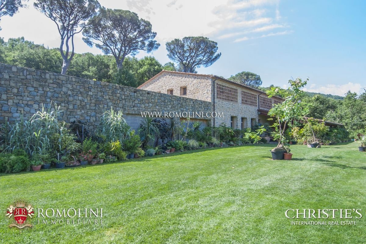 Additional photo for property listing at Umbria - FARMHOUSE WITH 120 HA OF LAND FOR SALE IN THE UMBRIAN COUNTRYSIDE Perugia, Itália