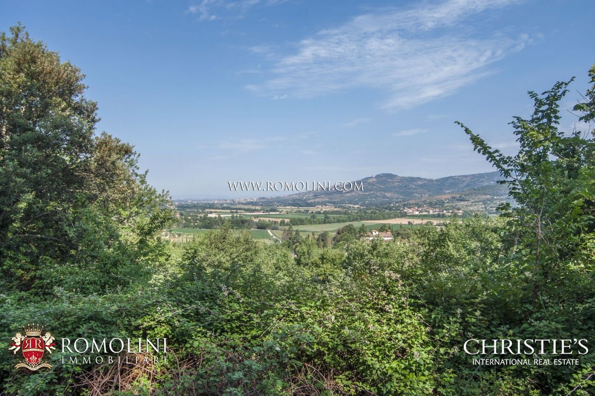 Additional photo for property listing at Umbria - FARMHOUSE WITH 120 HA OF LAND FOR SALE IN THE UMBRIAN COUNTRYSIDE Perugia, Italia