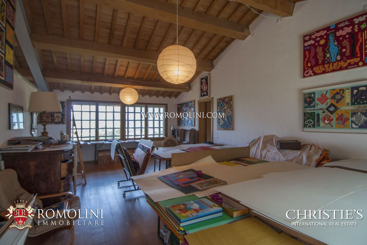 Additional photo for property listing at Umbria - FARMHOUSE WITH 120 HA OF LAND FOR SALE IN THE UMBRIAN COUNTRYSIDE Perugia, Ιταλια